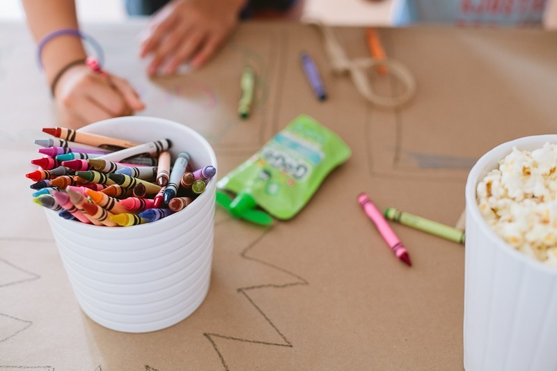 A Ridiculously Easy Kids Table to Entertain Them
